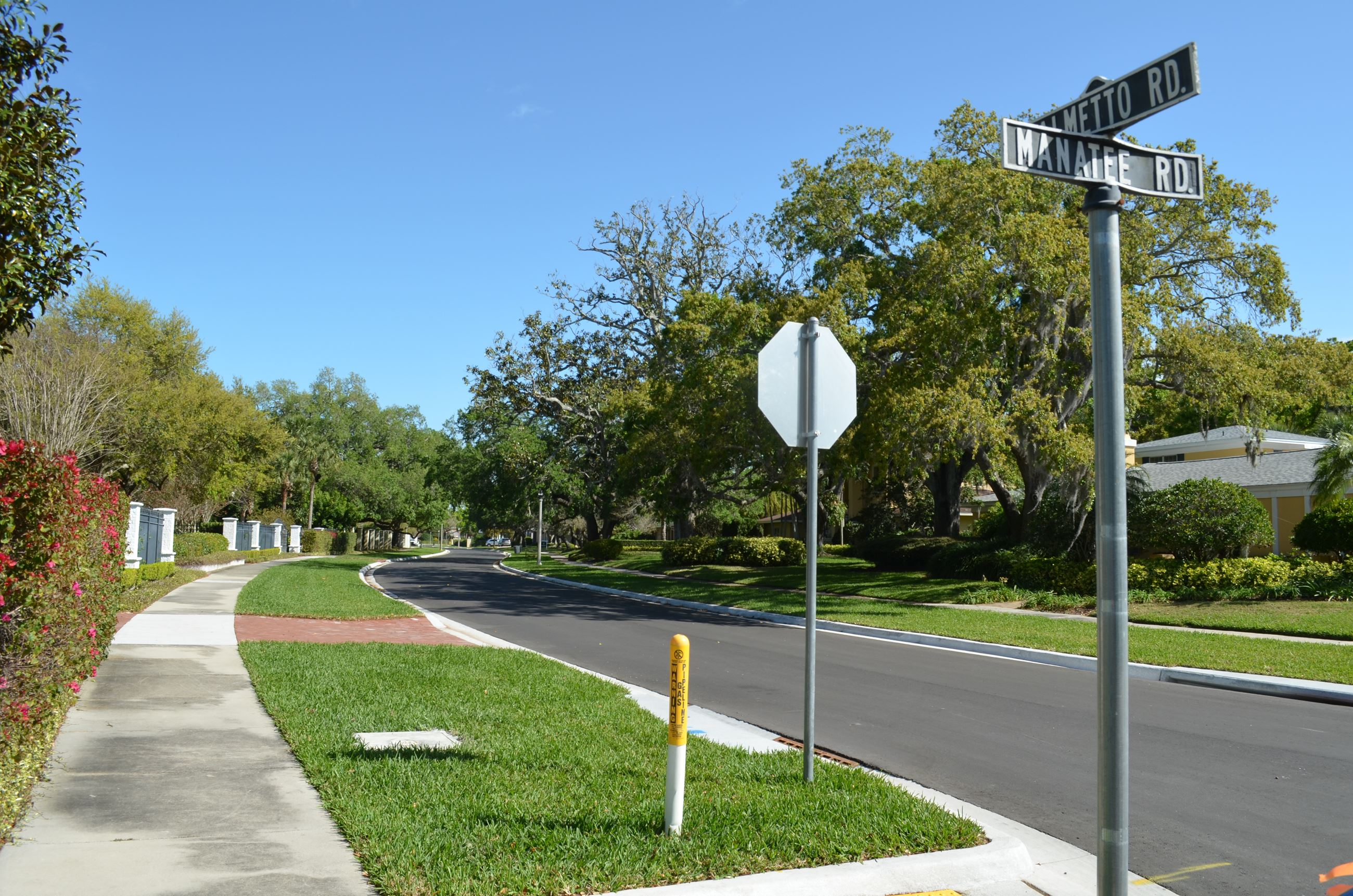The street sign for the intersection o Palmetto Road and Manatee Road with the completed project in