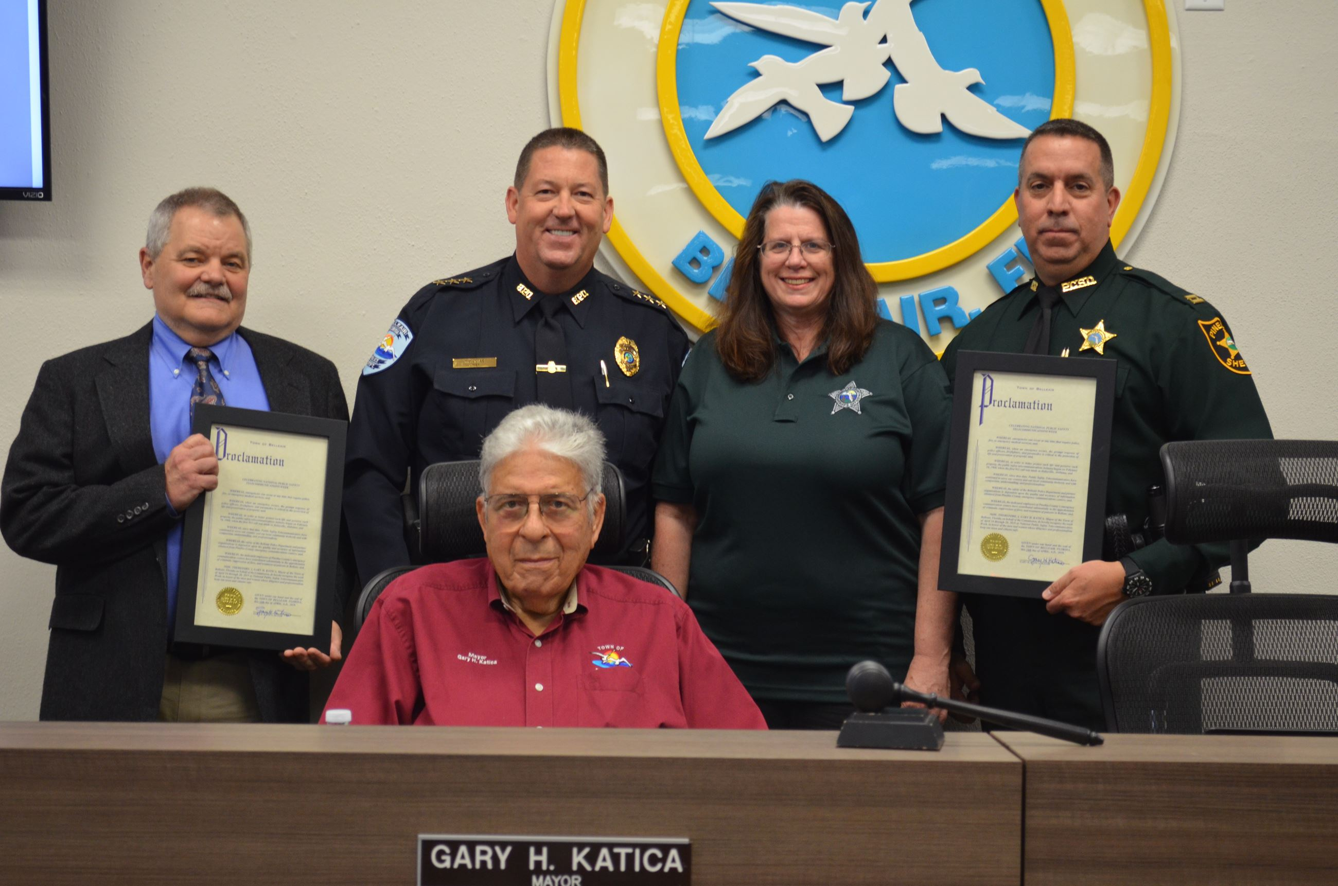 Photo of representatives from 911 call centers, Belleair&#39s Chief of Police, and Belleair&#39s May